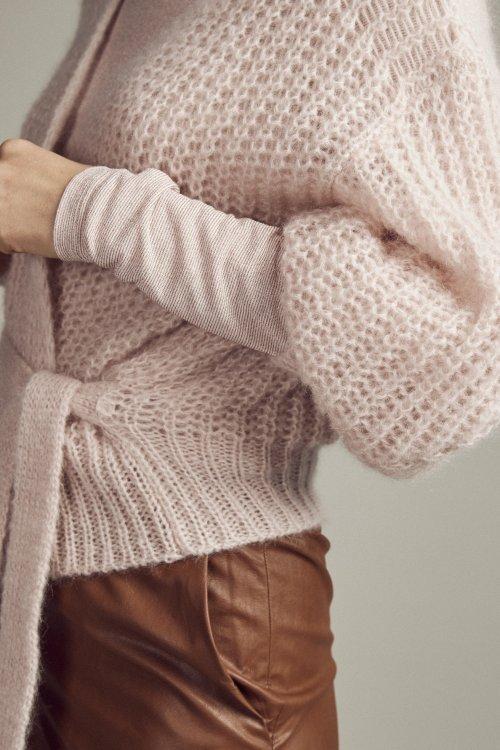 FEMMES-du-SUD-Vest-Babet-Nude-Handknitted-02
