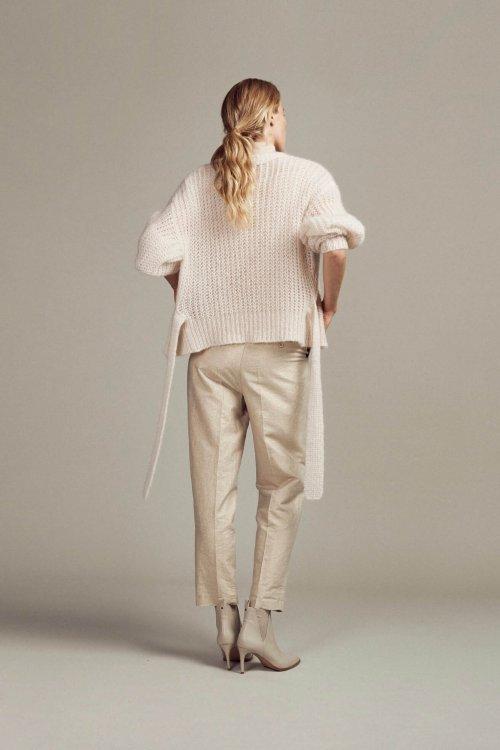 FEMMES-du-SUD-Vest-Babet-Sand-Handknitted-03