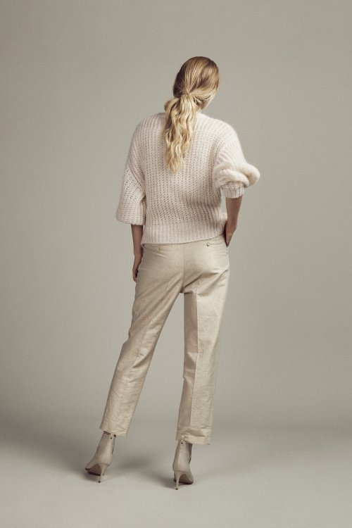 FEMMES-du-SUD-Vest-Babet-Sand-Handknitted-04